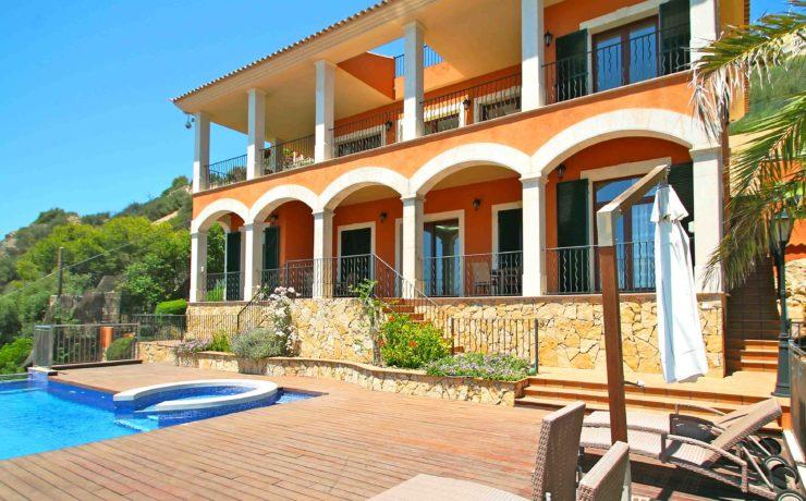 Sea view villa with stunning views towards the beach & sea