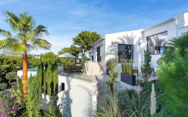 Sanierte Luxus-Villa mit Blick auf die Bucht von Santa Ponsa