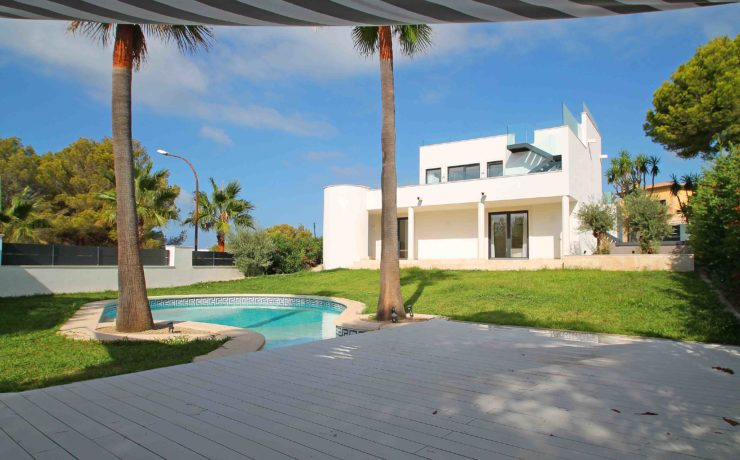 Long term rent Mallorca: Exclusive villa in Santa Ponsa