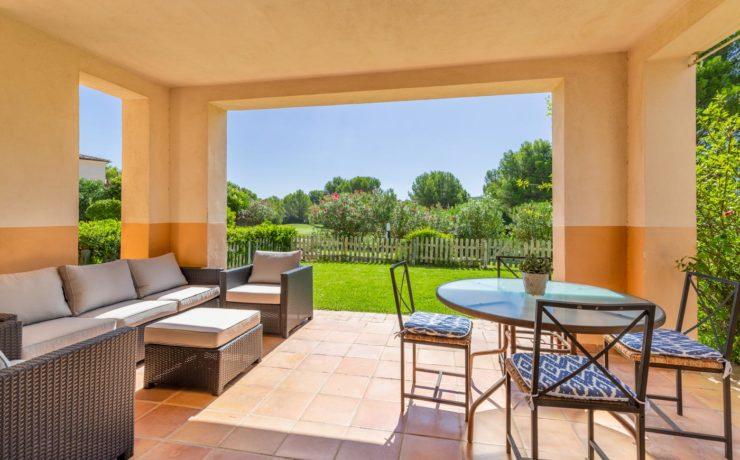 Garden flat in Santa Ponsa first line to the golf