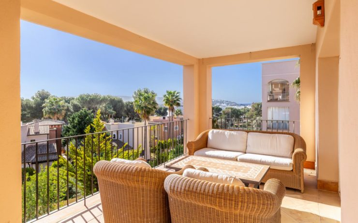 Luxury flat in Santa Ponsa in sought after residence