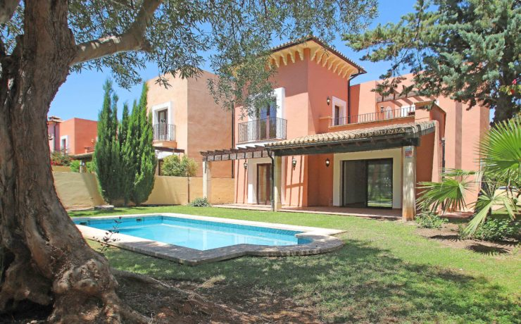 Beautiful golf villa in Santa Ponca in sought after residence