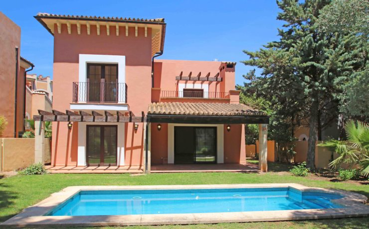 Golf villa in Santa Ponca with private swimming pool