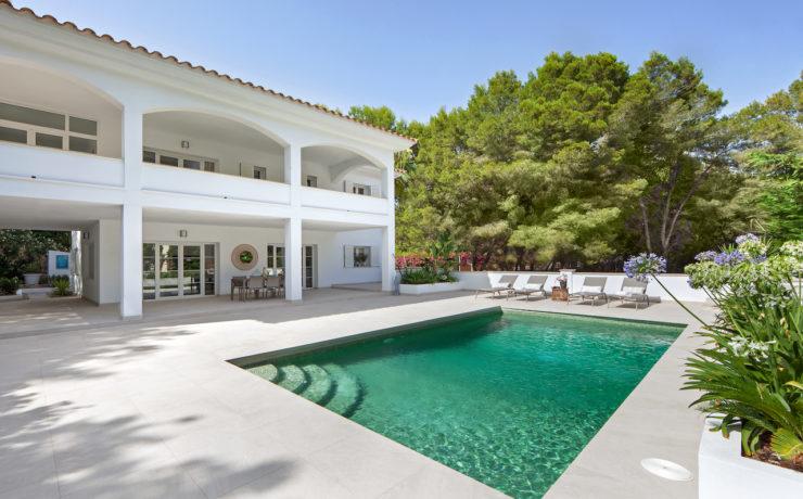 Luxury villa in Camp de Mar close to the beach