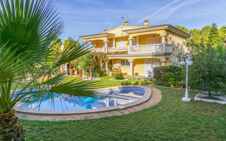 Mediterranean style family villa Santa Ponsa