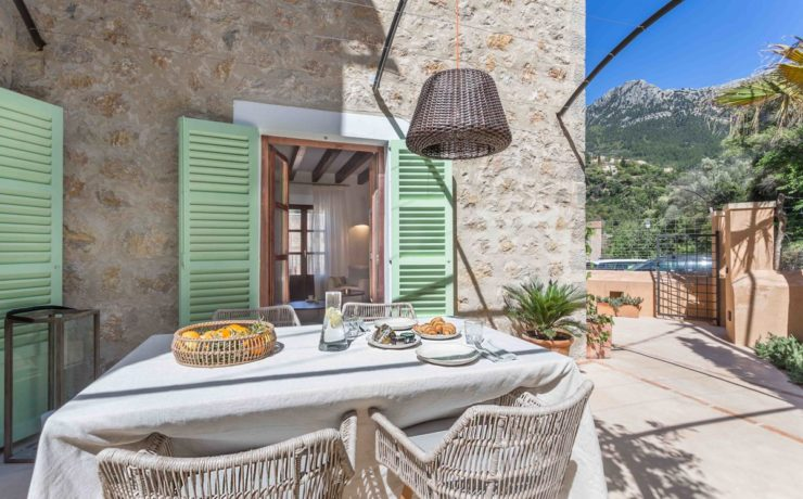 Wonderful new town house in Deia
